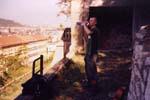 Paaya se připravuje k následujícímu výkonu. Lokalita na hradbách Vyšehradu, které se staly naším nahrávacím studiem pro polovinu písní.